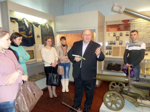 Куратор 23 групи доцент Ситник О.І. дякує співробітникам музею за цікаву екскурсію