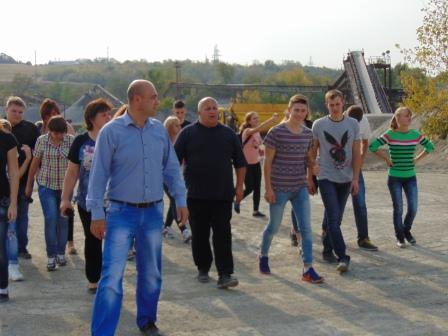 Екскурсію проводить заступник директора кар'єру Кулинич Р.Є (2)