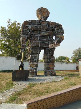 Пам'ятник працівникам кар'єру, які тяжкою працею добували камінь